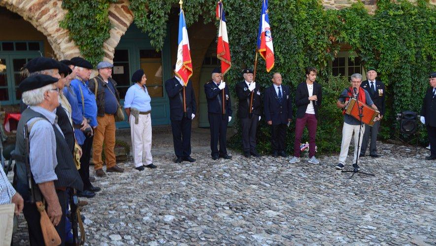Un salut aux drapeaux accompagné du Chant des partisans pour se souvenir.