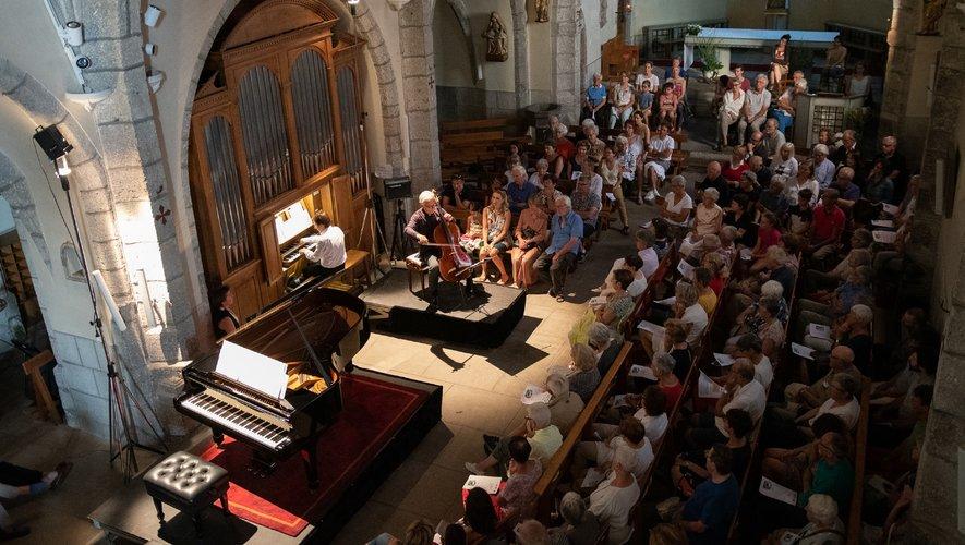 De nombreux mélomanes  pour le concert en l'église du fort.
