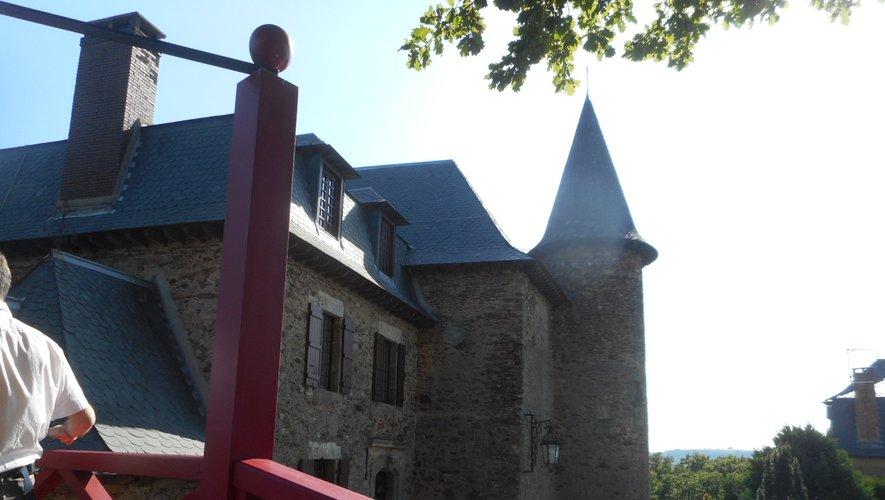 Le château et la chapelle de Gironde offrent un superbe point de vue sur la vallée du Lot.