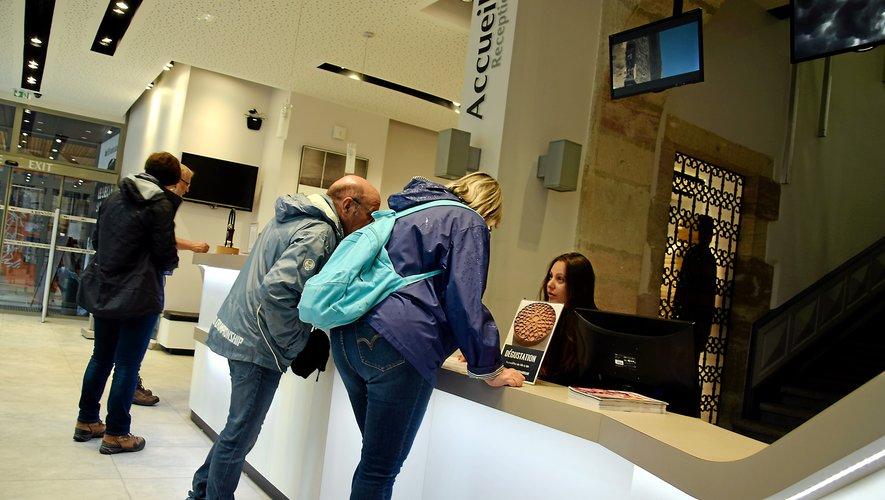 Tout au long de l'été,  six personnes travaillent  à temps plein à l'office de tourisme du Grand Rodez.