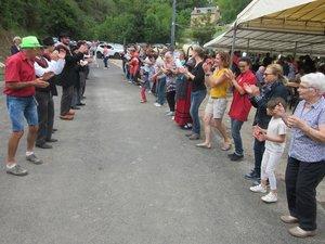 Les danseurs de Sénergues ont entraîné le public dans un brise-pied géant.