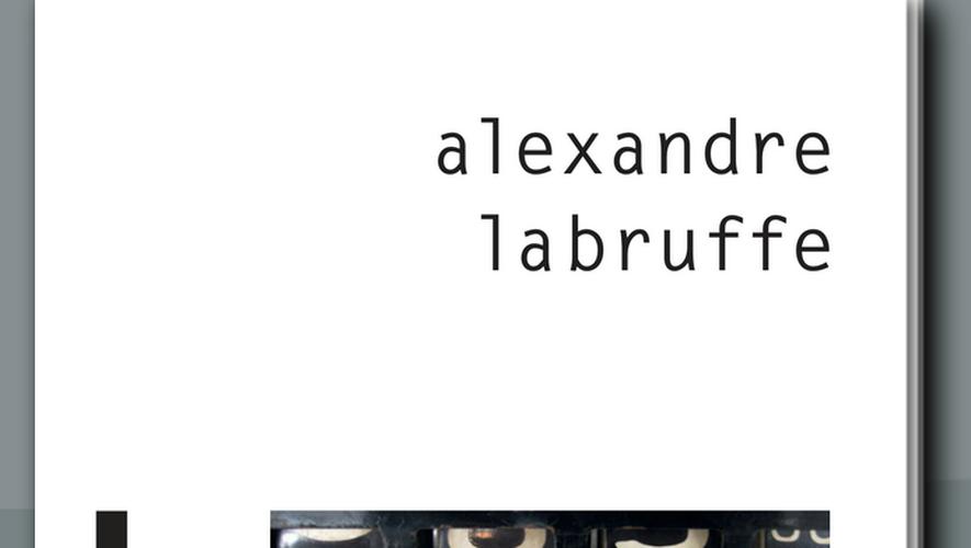 """Pour ce premier roman, Alexandre Labruffe a écrit une histoire drôle et épicée d'une pointe d'érotisme, celle d'un """"pompiste déphasé, qui fait tout sauf gérer sa station-service""""."""