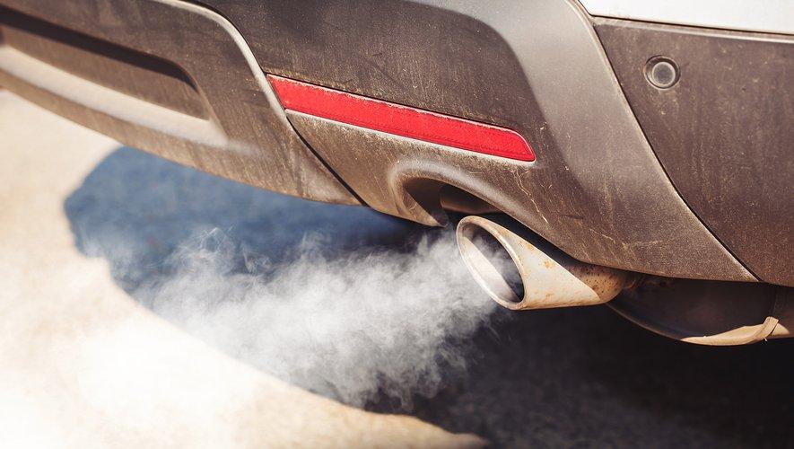 De fortes concentrations de substances polluantes provenant des gaz d'échappement pourraient être liées à la survenue de la dégénération maculaire liée à l'âge.