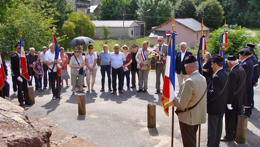 Le Souvenir français et les élus honorent les martyrs de la barbarie nazie
