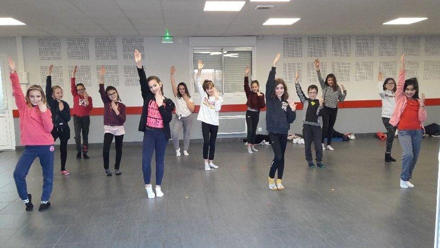 L'école de danse est ouverte aux jeunes et aux moins jeunes.