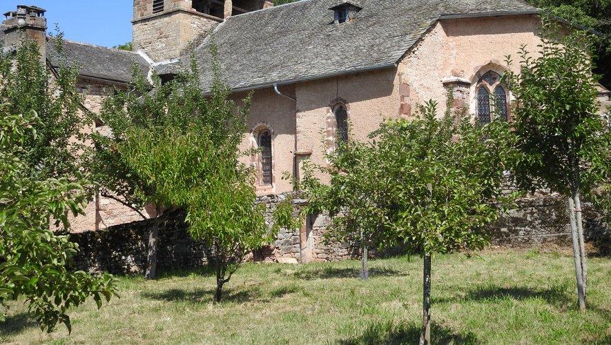Les abords de l'église de Cayssacen cours d'aménagement.
