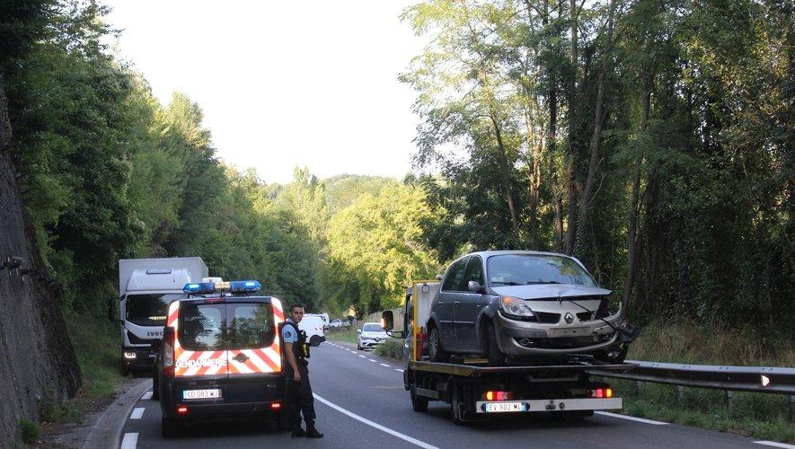 L'accident s'est produit vers 15 h 20, sur la RD 5 entre Aubin et Montbazens.