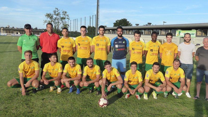 L'équipe fanion avant le coup d'envoi contre Figeac Querçy Foot.