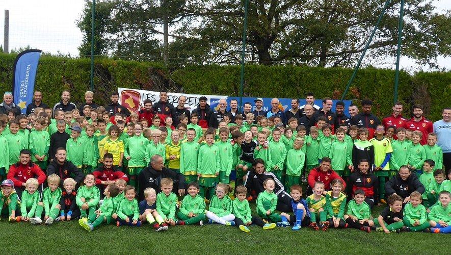 L'école de foot de LPFC lors des mercredis du foot  avec les joueurs du RAF.