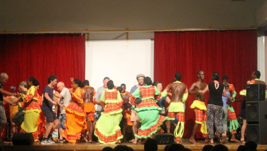Les Martiniquais ont invité  les Truellois à monter sur scène.