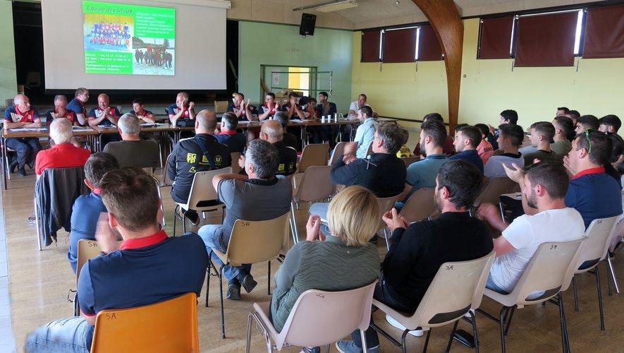 Une assemblée attentive aux propos des membres du bureau.