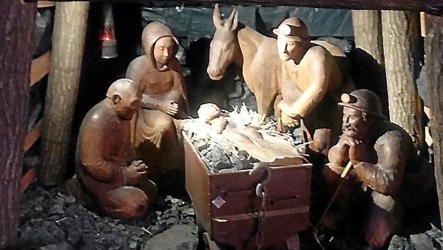 La crèche en charbon de Notre-Dame-des-Mines est l'une des spécificités de l'église de Combes. Elle est aussi unique en son genre et c'est tout ce qui en fait son charme. Elle est l'œuvre d'André Mazur, un ancien mineur, et de Jean-Pierre Caen, un artiste de Conques.