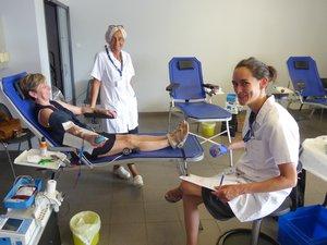 Les infirmières aux petits soins des donneurs.