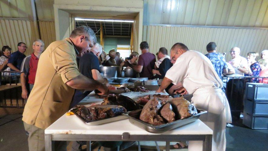 Grand succès des cuisses de bœuf à la broche