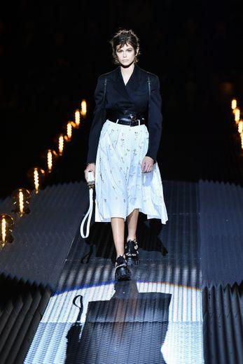 Prada fait partie des maisons extrêmement influentes notamment pour les mannequins qui débutent. Kaia Gerber défile ici à Milan pour la semaine de prêt-à-porter homme automne-hiver 2019 (13 janvier 2019).