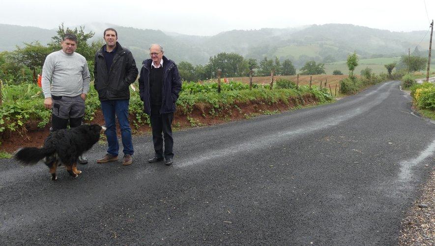 Jean-Michel Lalle, Nicolas Bessière et Jérôme Routaboul visitent le chantier.