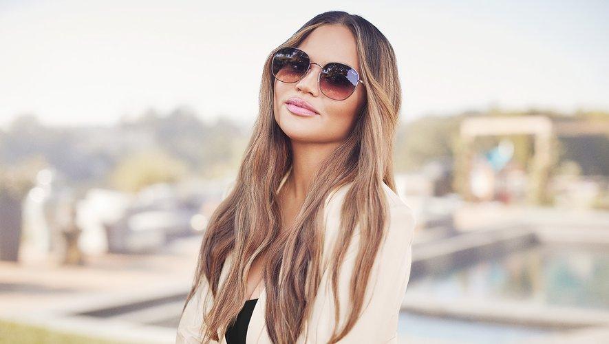La collection Quay x Chrissy comprend également une sélection de lunettes de soleil.