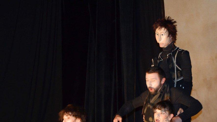 Les acteurs de la troupe Théâtre Itinérant La Passerelle »sont très talentueux.