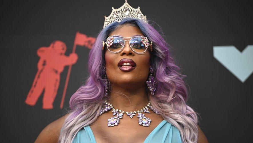La chanteuse américaine Peppermint a dévoilé de belles boucles colorées allant du bleu au rose en passant par le violet lavande pour un effet dégradé bluffant.