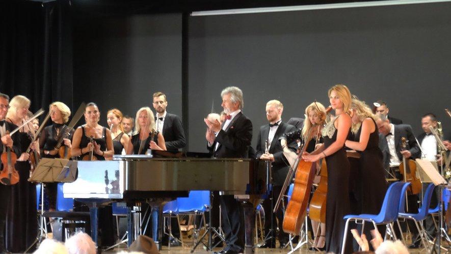 Les 40 musiciens ukrainiens dirigés par leur chef Yuri Yanko et le pianiste français Fabrice Eulry enchantaient le public de la Doline jeudi 15 août.