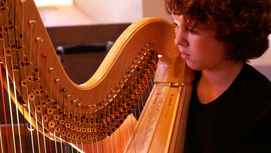 Zoë, corps et coeur avec sa harpe
