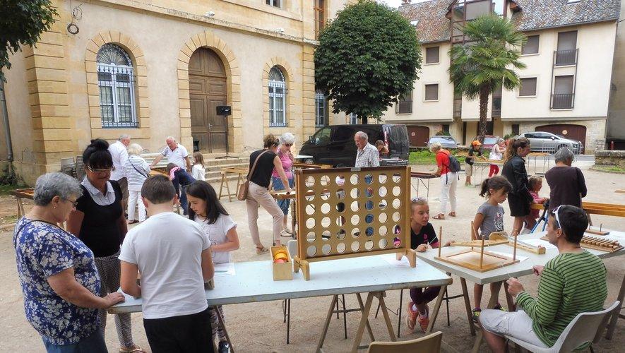 Enfants et… adultes ont participé avec beaucoup de plaisir aux diverses animations proposées par les organisateurs.