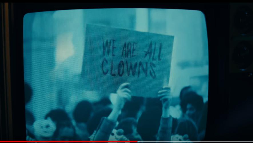 """Dans cette nouvelle bande-annonce du """"Joker"""" de Todd Phillips, la révolution désirée par le personnage principal semble prendre forme."""