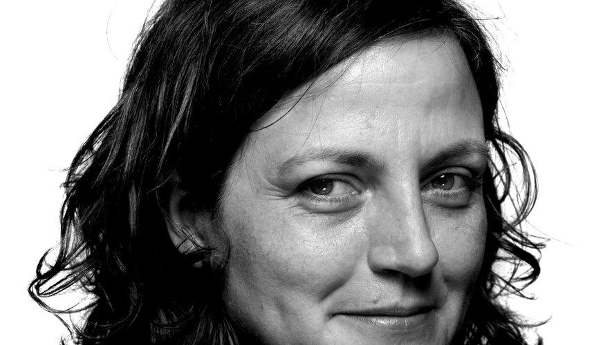 """Anne Pauly, 45 ans, a reçu cette récompense pour """"Avant que j'oublie"""" (Verdier) un récit tragi-comique plein de tendresse et d'empathie racontant la maladie et la mort de son père."""