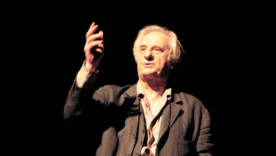 """Michel Aumont lors d'une répétition pour la pièce """"A la porte"""", au théâtre de l'Oeuvre à Paris."""