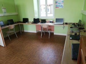 Du matériel informatique  au service de écoliers.