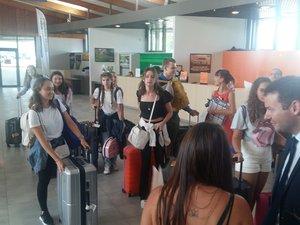 Les lycéens étaient attendus par les familles à l'aéroport.