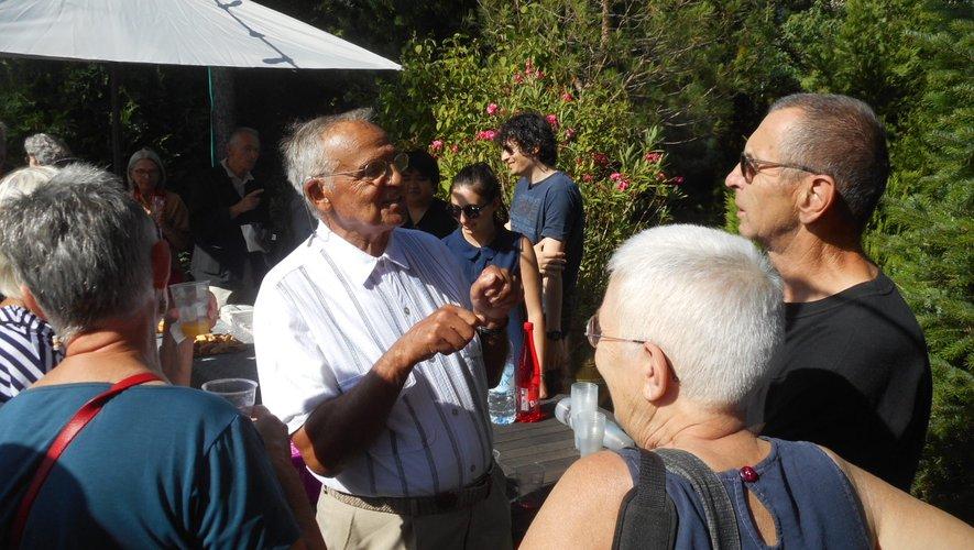 François Rubira au centre, lors de la remise du prix littéraire.