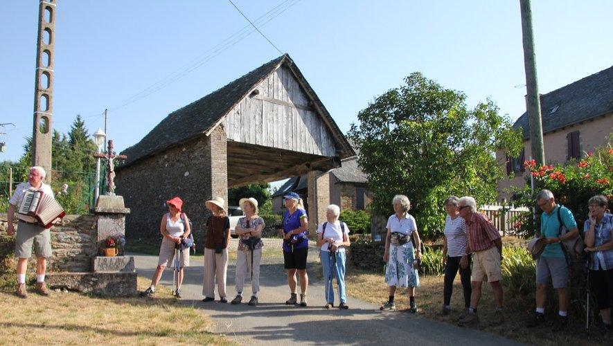 Pélerinade de l'été accompagnée à l'accordéon par Frère Jean-Daniel.