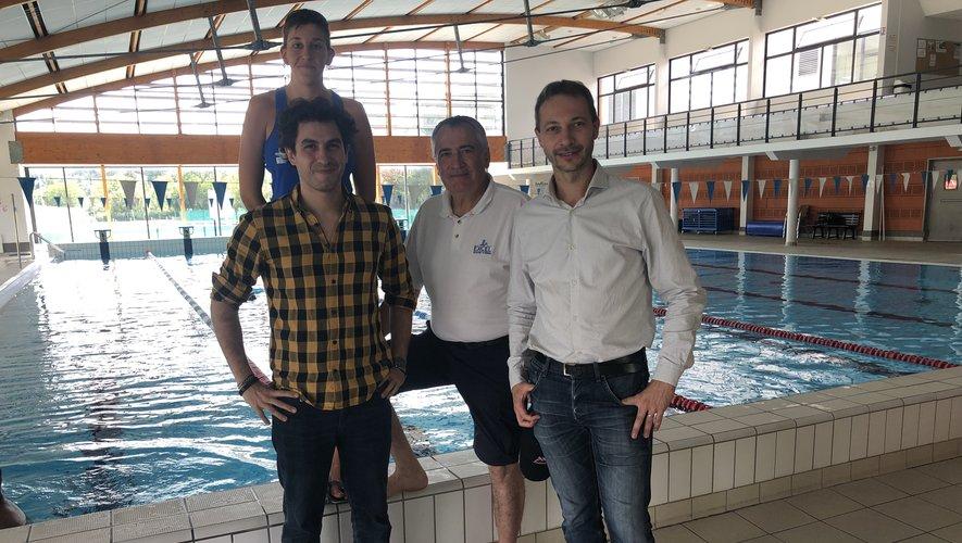 La chef de bassin,les responsables sportifset le premier adjointà la mairie./Photo MCB