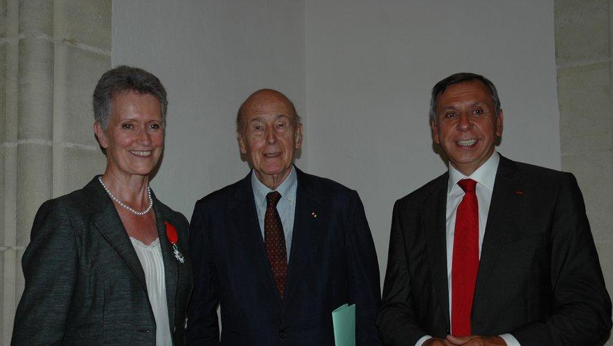 Simone Anglade avec  Valéry Giscard d'Estaing et Jean-Claude Luche pour recevoir la Légion d'honneur.