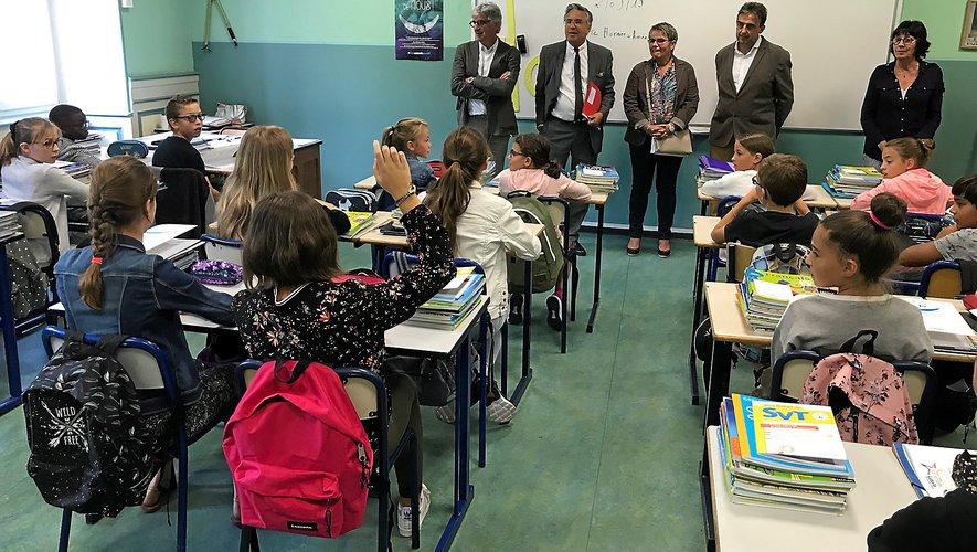 Aà la rencontre des élèves, ici dans une classe du collège Saint-Joseph à Rodez.