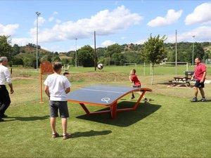 Le « teqball », un jeu partagé entre tennis de table et football.