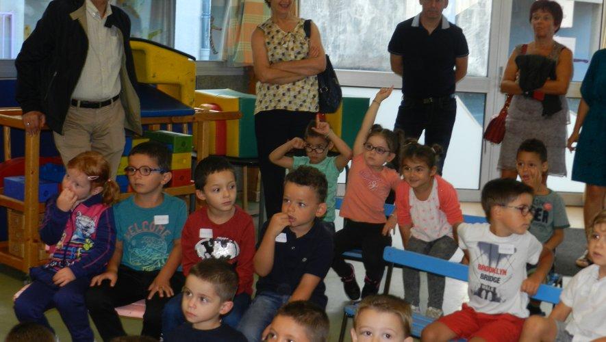 Serge Roques et son adjointe, Françoise Mandrou Taoubi, ont fait, hier matin, le tour des écoles.