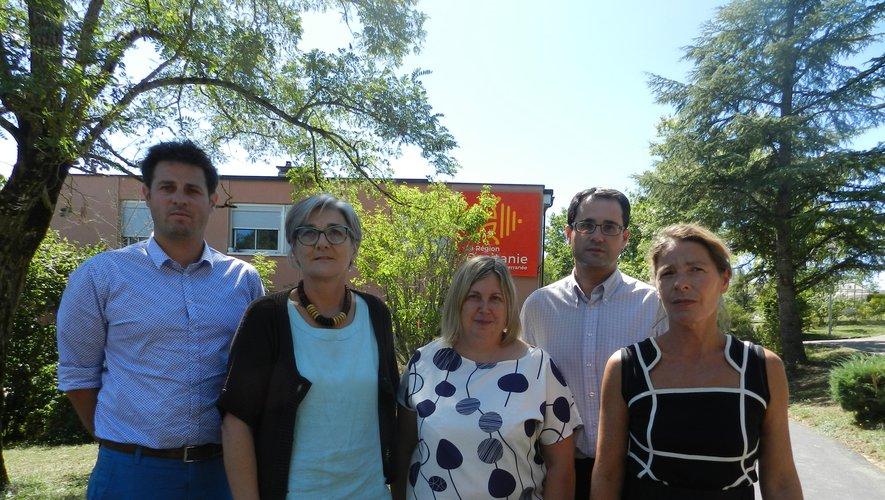 Le chef d'établissement, Patricia Colin, entouré de Nicolas Dalmon, adjoint à la direction, Ghislaine Sabarots, DDFPT, Valérie Sepval, CEP, et Fabien Lavit, gestionnaire.