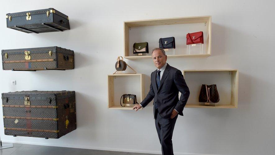 Michael Burke, le Président-directeur général de Louis Vuitton, lors de l'inauguration  dans le Maine-et-Loire sa seizième maroquinerie de l'Hexagone