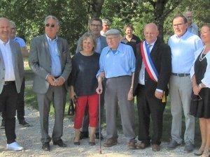 Yves Mazars avec à sa droite André Deltort et à sa gauche Claude Mouly entourés des nombreuses personnalités.