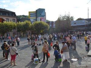 Parents et élèves étaient accueillis dans la cour principale.