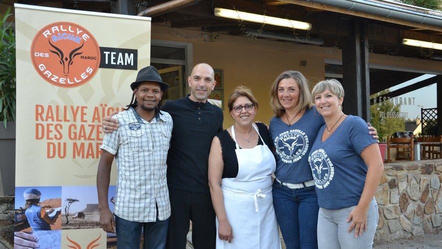 Sandrine et Nathalie avec leurs partenaires du restaurant Le Âmazir.