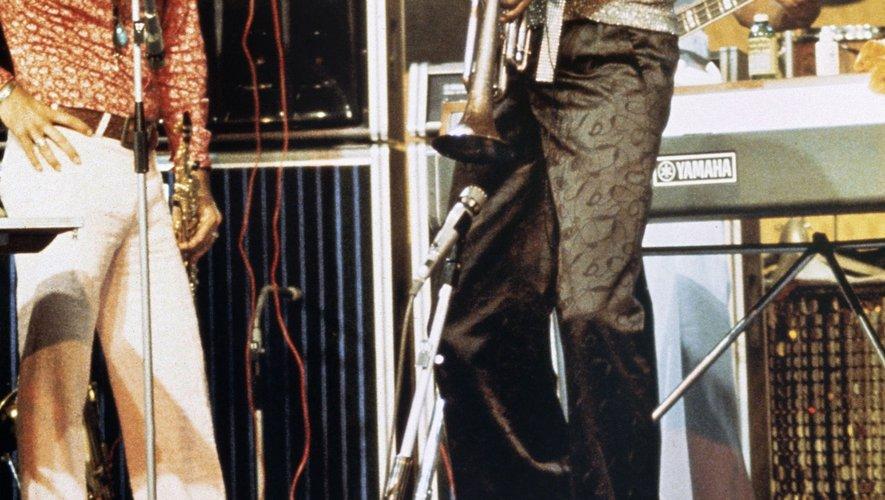 """L'Institut français de l'audiovisuel a annoncé avoir retrouvé """"les plus anciennes"""" images """"connues de Miles Davis"""" en train de jouer sur un plateau de télévision, séquence filmée le 7 décembre 1957"""