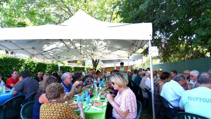 Le repas de l'association Fours Croix et Fontaines