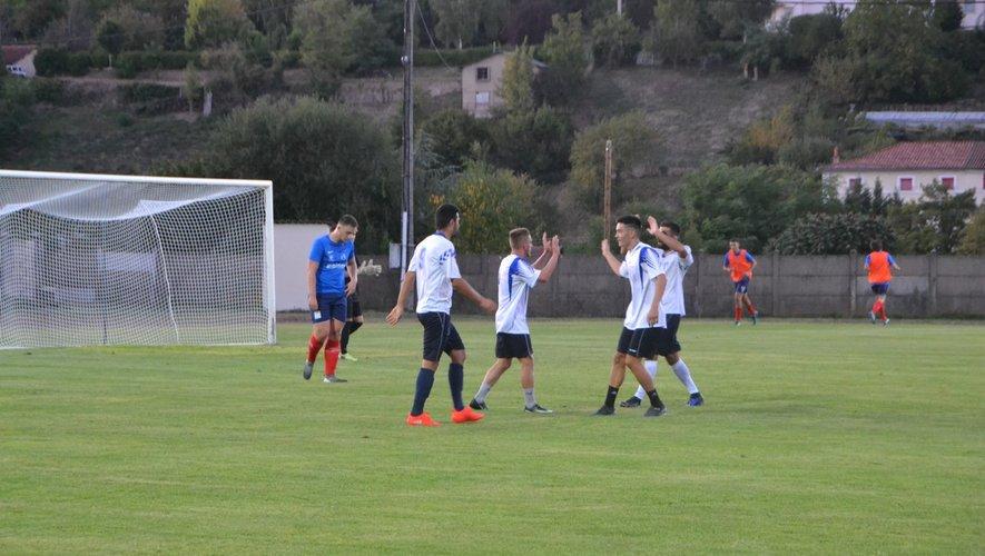 Les locaux auront-ils des occasions de se congratuler, comme ici mercredi, lors du second but marqué contre Rignac ?