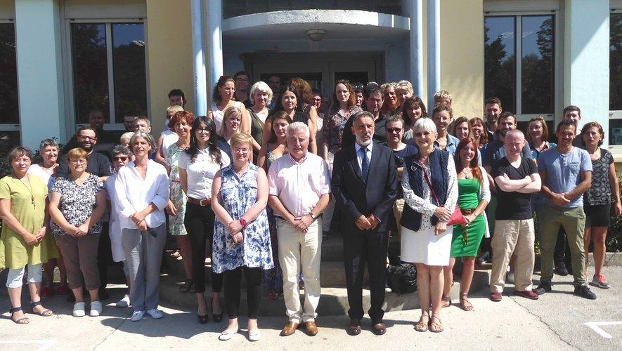 Le personnel au complet, autour de Michel Mastropieri,  Jean-Claude Anglars, conseiller départemental et Francine Druon, adjointe au maire.