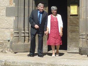 Les « mariés » à la sortie de l'église.