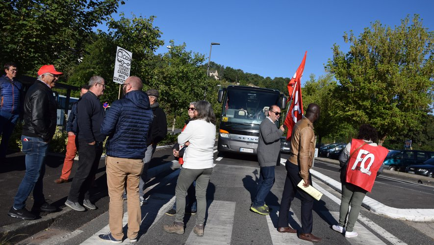 Sur les quelque 200 conducteurs de bus du département, 127 étaient mobilisés lundi matinaujourd'hui.