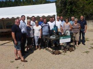 Les bénévoles ont accueilli avec joie l'aide du Crédit Agricole.